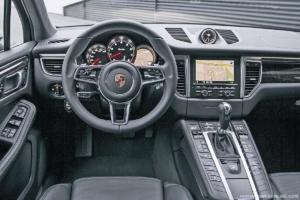 Porsche Macan console and steering